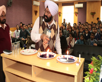 Dr. M. S. Marwaha, Department of Physics, Punjab University, Chandigarh, demonstrating the experiments