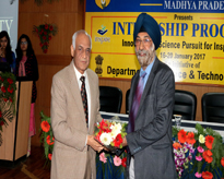 Dr. G. S. Sodhi, Associate Professor, Department of Chemistry, Delhi University, New Delhi felicitated by Hon'ble Vice Chancellor, AUMP