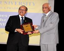 Hon'ble Vice Chancellor, AUMP, Lt Gen V K Sharma, AVSM (Retd.) presenting the Memento to Hon'ble Chancellor, AUMP,  Prof. (Dr.) Sunil Saran