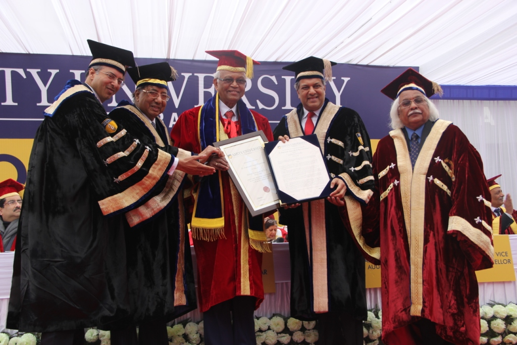 Padma Vibhushan Dr RA Mashelkar receiving Honorary Doctorate by Founder President, Amity Education Group Dr Ashok K Chauhan