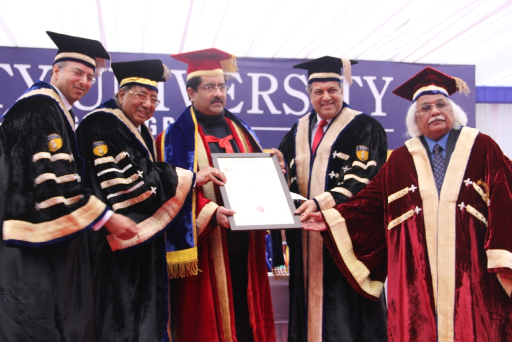 Shri Kumar Mangalam Birla receiving Honorary Doctorate from Founder President, Amity Education Group Dr Ashok K Chauhan