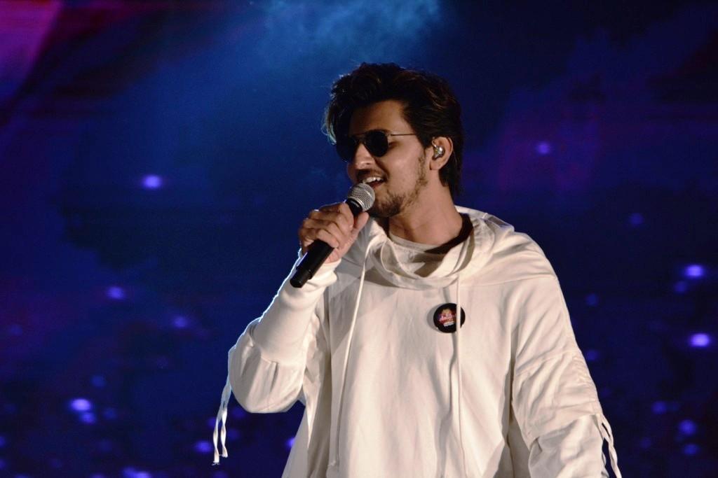 Darshan Raval Performing at AMIFEST 2019