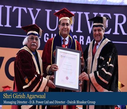 Shri Girish Agarwal , Managing Director, D.B.Power Ltd receiving Honorary Doctorate from Dr Aseem Chauhan, Chancellor, Amity University Gurugram