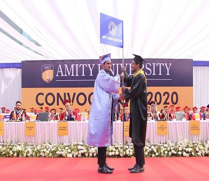 Alumni, Amity University Gurugram handed over the flag to Student, Amity University Gurugram