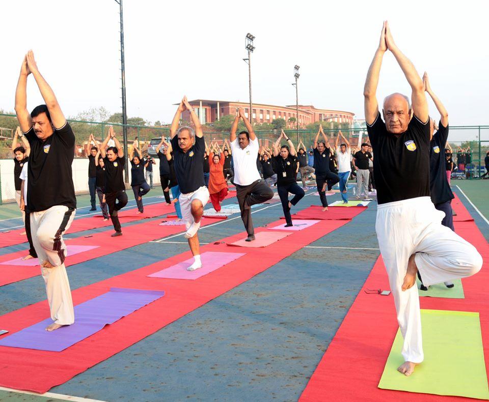 Hon'ble Vice Chancellor, AUMP Lt Gen V K Sharma, AVSM (Retd.) and other dignitaries of AUMP practicing Yoga