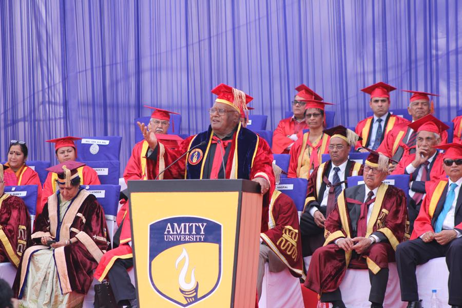 Prof. CNR Rao giving his acceptance speech at Convocation 2015
