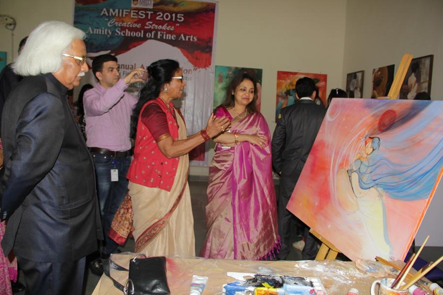 Dr Chitralekha showcasing her painting to VC-Prof Dr P B Sharma and Pro-VC, Prof Dr Padmakali Banerjee