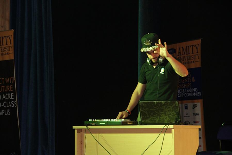 DJ War Competition