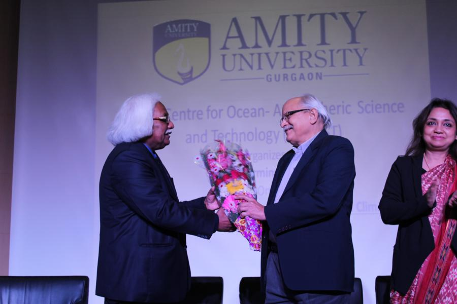 Hon'ble Vice Chancellor, Prof. (Dr.) P. B. Sharma welcoming Prof. (Dr.) S.K. Dube, Vice Chancellor, Amity University Rajasthan (AUR)