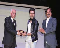 Lt Gen V K Sharma, AVSM (Retd), Vice Chancellor, AUMP presenting the memento to Mr Rajkumar Rao, Film Star