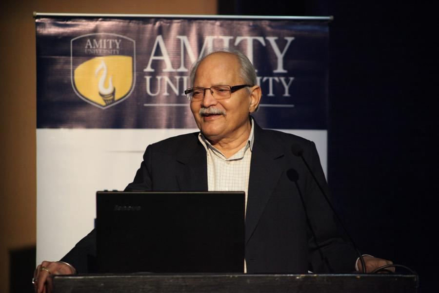 Prof. (Dr.) S.K. Dube, Vice Chancellor, Amity University addressing students Rajasthan (AUR) addressing the gathering
