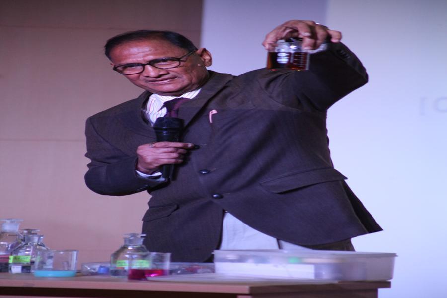 Dr H O Gupta, NCERT Delhi giving demontrations on Chemisty Experimentss