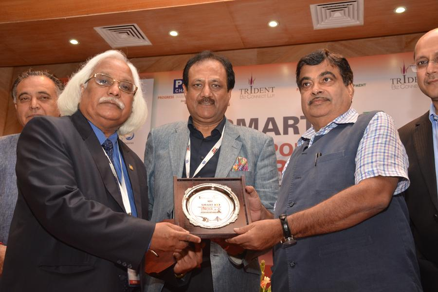 Prof P B Sharma getting felicitated by Mr. Nitin Gadkari