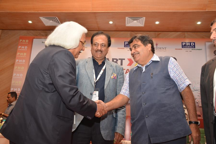 Mr Nitin Gadkari Congratulating Prof P B Sharma on receiving Best Pvt Univ in Engg Award