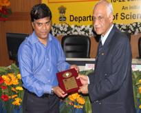 Lt. Gen V K Sharma AVSM (Retd) Hon'ble Vice Chancellor, AUMP presenting the memento to Prof (Dr) D.H. Dethe,Prof. of Chemistry, IIT Kanpur