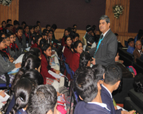 Prof (Dr) R K Sharma, Department of Maths, IIT Kanpur interacting with the students.
